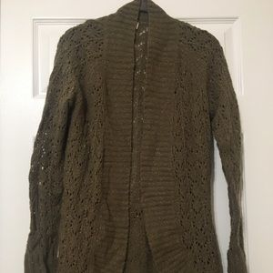 Light weight long sleeved cardigan, with belt.